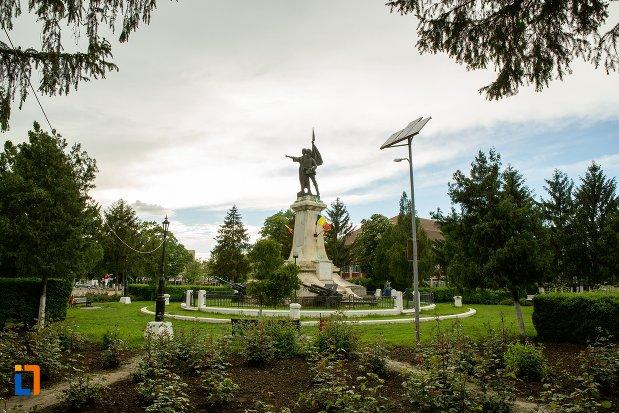 rondoul-cu-monumentul-independentei-din-corabia-judetul-olt.jpg