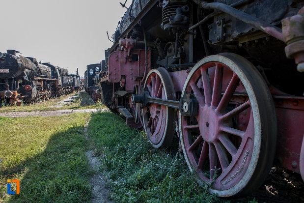roti-de-tren-muzeul-locomotivelor-cu-aburi-din-sibiu.jpg