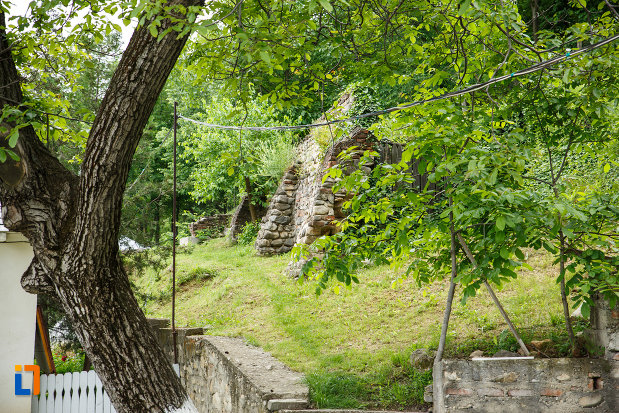 ruine-aflate-la-manastirea-brazi-din-panciu-judetul-vrancea.jpg