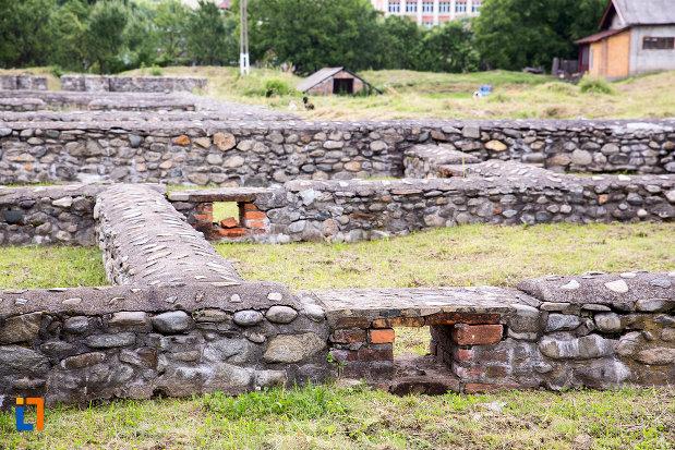 ruine-constructie-antica-castrul-roman-jidova-din-campulung-muscel-judetul-arges.jpg