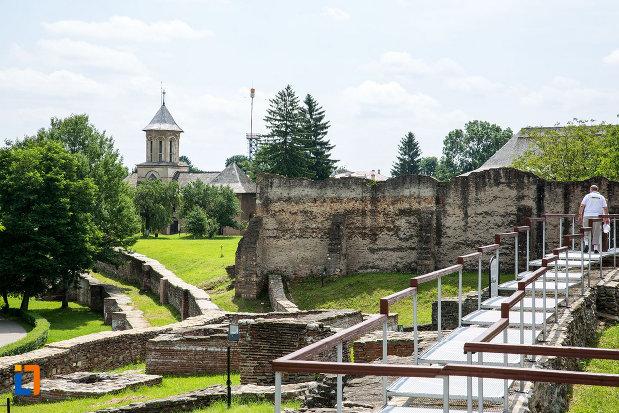 ruine-de-la-complexul-monumental-curtea-domneasca-din-targoviste-judetul-dambovita.jpg