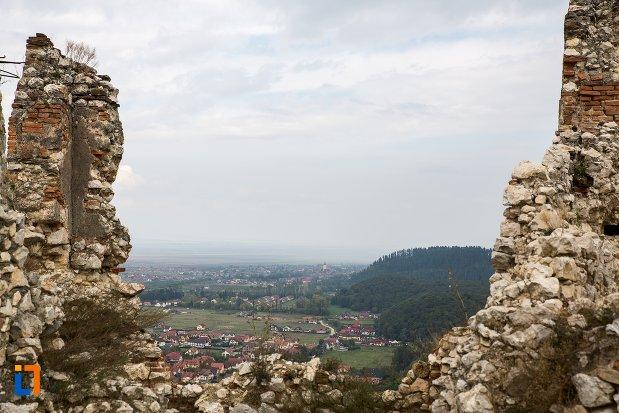 ruine-zid-de-piatra-cetatea-rasnov-judetul-brasov.jpg