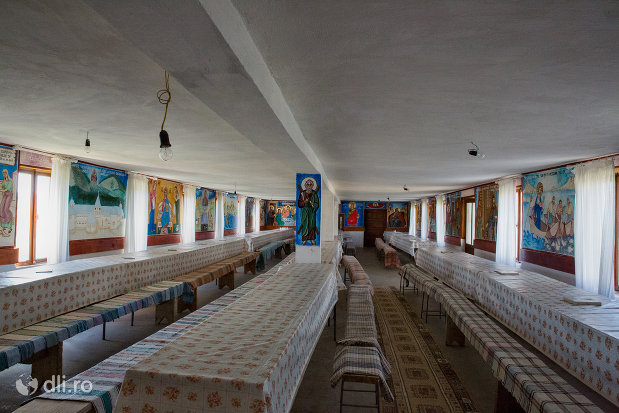 sala-de-mese-a-manastirii-portarita-din-prilog-judetul-satu-mare.jpg