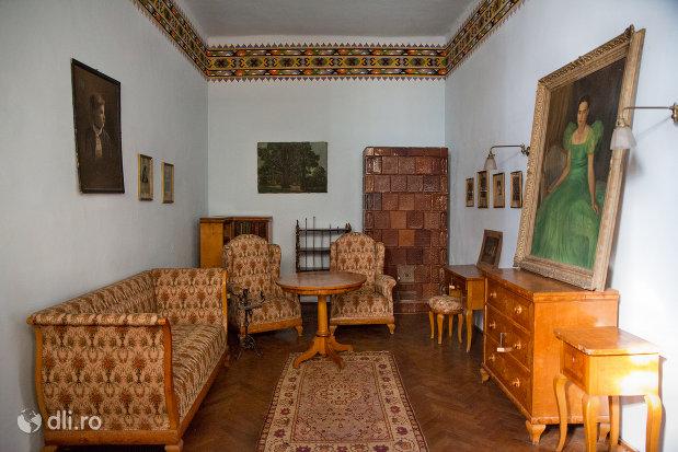 sala-de-musafiri-din-casa-mihalyi-de-apsa-din-sighetu-marmatiei-judetul-maramures.jpg