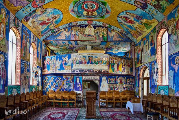 sala-de-rugaciune-din-manastirea-portarita-din-prilog-judetul-satu-mare.jpg