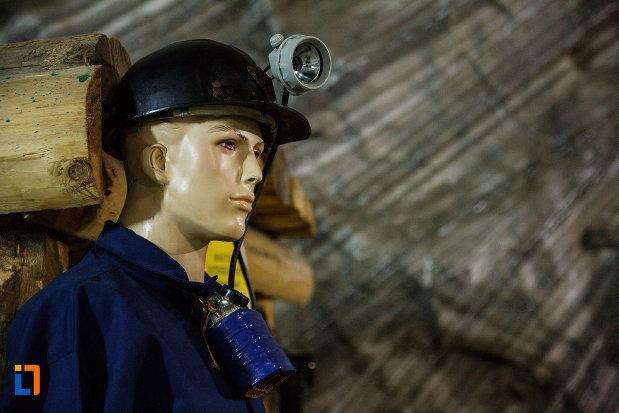 salina-din-ocnele-mari-judetul-valcea-echipament-de-minerit.jpg