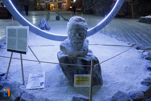 salina-din-ocnele-mari-judetul-valcea-sculptura-in-sare.jpg