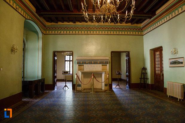 salon-din-castelul-cantacuzino-din-busteni-judetul-prahova.jpg