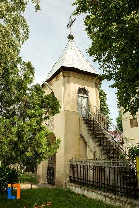scari-de-la-ansamblul-bisericii-sf-dumitru-bagdat-din-ramnicu-sarat-judetul-buzau.jpg