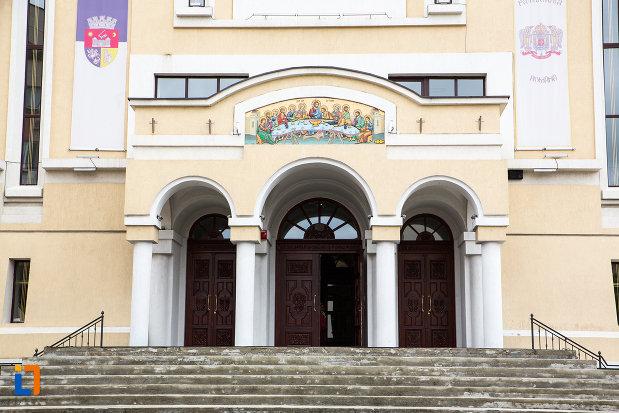 scari-de-la-catedrala-invierea-domnului-si-sf-prooroc-ilie-tesviteanul-din-caransebes-judetul-caras-severin.jpg