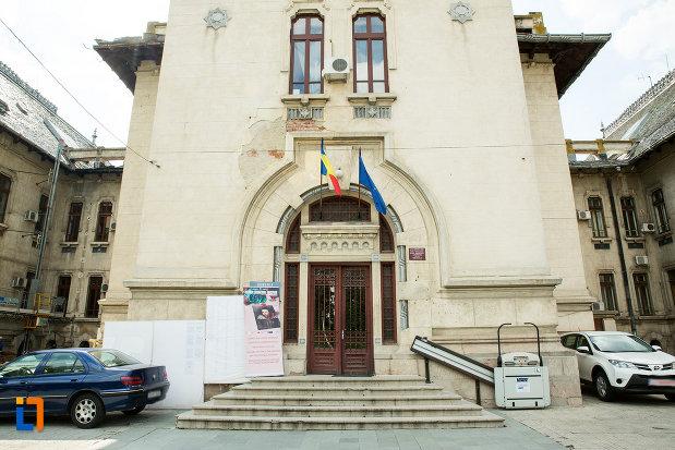 scari-de-la-palatul-administrativ-prefectura-consiliul-judetean-din-craiova-judetul-dolj.jpg