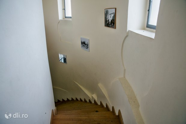 scari-de-lemn-cetatea-din-ardud-judetul-satu-mare.jpg