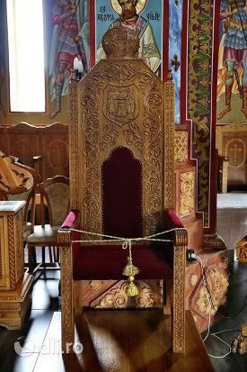 scaun-sculptat-din-biserica-sfantul-dimitri-izvoratorul-din-carei-judetul-satu-mare.jpg