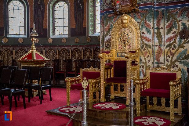 scaunul-episcopal-din-catedrala-mitropolitana-sf-treime-din-sibiu-judetul-sibiu.jpg