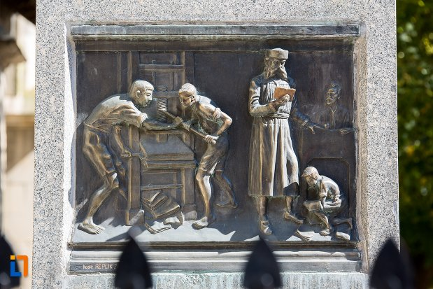scena-de-la-statuia-lui-johannes-honterus-din-brasov-judetul-brasov.jpg