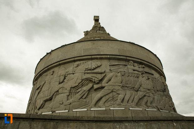scena-de-lupta-de-pe-mausoleul-eroilor-din-1916-1919-de-la-marasesti-judetul-vrancea.jpg