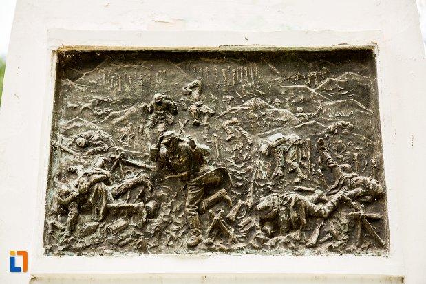 scena-de-pe-monumentul-eroilor-din-dorohoi-judetul-botosani.jpg