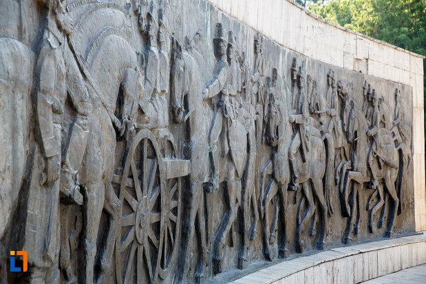 scene-de-lupta-de-pe-monumentul-independentei-din-turnu-magurele-judetul-teleorman.jpg