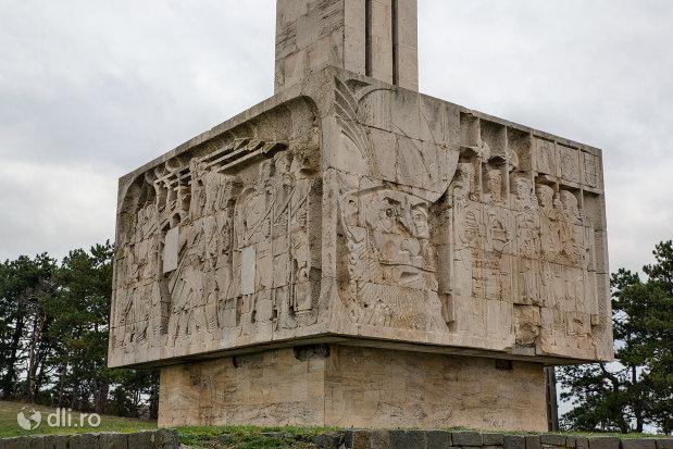 scene-de-lupta-de-pe-monumentul-mihai-viteazul-din-guruslau-judetul-salaj.jpg