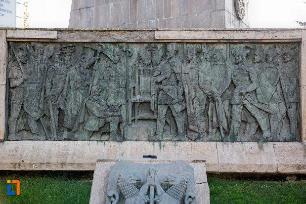 scene-de-lupta-sub-statuia-ecvestra-a-lui-mihai-viteazul-din-cluj-napoca-judetul-cluj.jpg