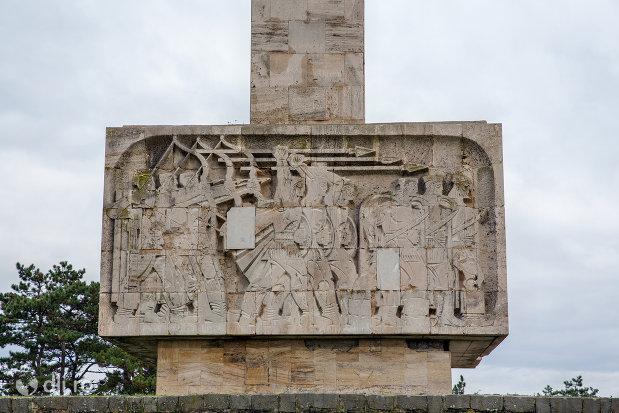 scene-de-pe-baza-monumentului-mihai-viteazul-din-guruslau-judetul-salaj.jpg