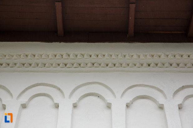 scitul-iezer-din-cheia-judetul-valcea-detalii-arhitecturale.jpg