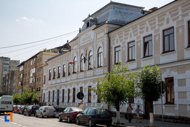 scoala-bogdan-voda-din-campulung-moldovenesc-judetul-suceava.jpg