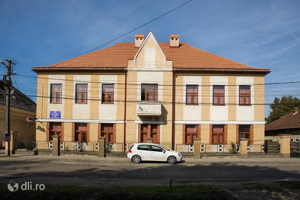 scoala-confesionala-romano-catolica-actualmente-scoala-nr2-din-seini-judetul-maramures.jpg