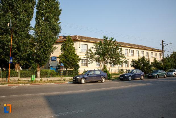 scoala-de-meserii-azi-grupul-scolar-agricol-din-rosiorii-de-vede-judetul-teleorman.jpg