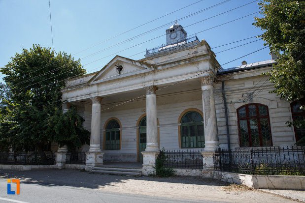 scoala-din-macin-judetul-tulcea-monument-istoric.jpg