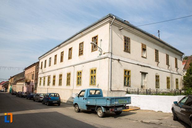 scoala-militara-azi-casa-parohiala-romano-catolica-1741-din-oravita-judetul-caras-severin.jpg
