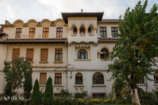 scoala-normala-greco-catolica-din-oradea-judetul-bihor.jpg