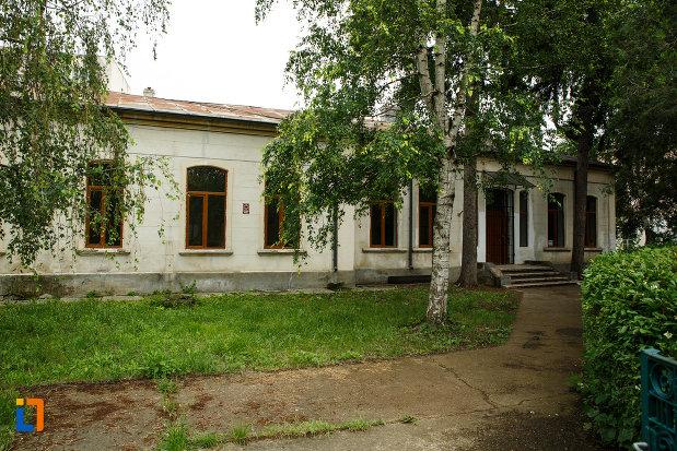 scoala-rarincescu-1845-din-focsani-judetul-vrancea-monument-istoric.jpg