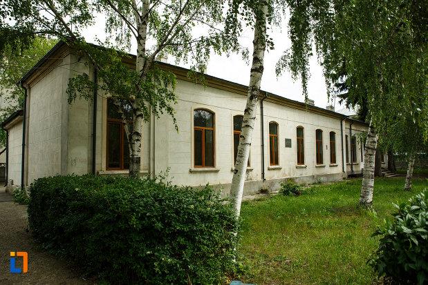 scoala-rarincescu-1845-din-focsani-judetul-vrancea.jpg