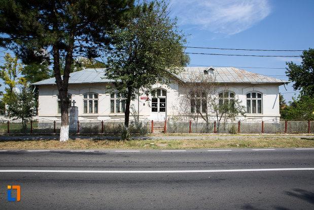 scoala-veche-din-cazanesti-judetul-ialomita.jpg