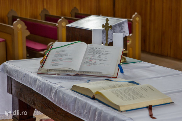 scripturi-sfinte-din-biserica-romano-catolica-sf-anton-din-oradea-judetul-bihor.jpg