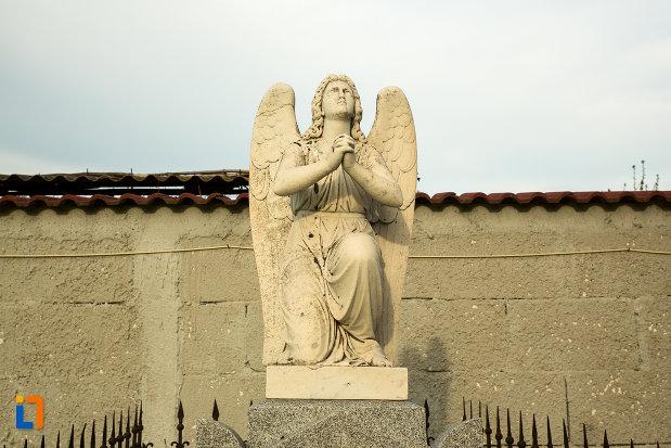 sculptura-cu-inger-de-la-biserica-adormirea-maicii-domnului-din-draganesti-olt-judetul-olt.jpg