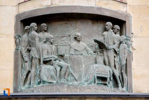sculptura-de-la-palatul-culturii-filarmonica-biblioteca-si-muzeul-de-arta-din-targu-mures-judetul-mures.jpg