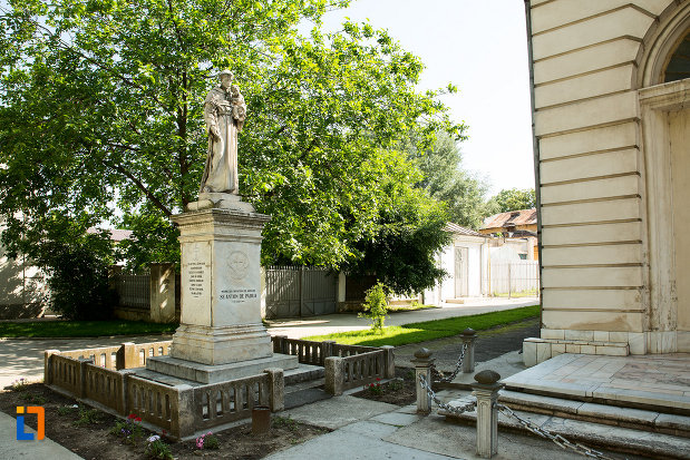 sculptura-de-langa-biserica-romano-catolica-din-galati-judetul-galati.jpg