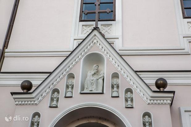 sculptura-de-pe-biserica-sfanta-ana-si-manastirea-ursulinelor-din-oradea-judetul-bihor.jpg