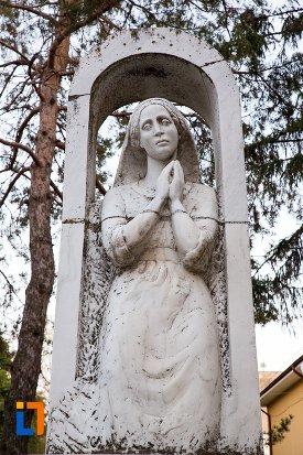 sculptura-din-orasul-faurei-judetul-braila.jpg