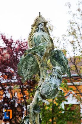 sculptura-din-parcul-cu-fantana-arteziana-din-bocsa-judetul-caras-severin.jpg