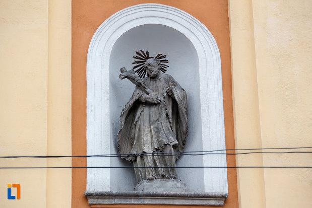 sculptura-exterioara-biserica-romana-catolica-sfanta-treime-din-cluj-napoca-judetul-cluj.jpg