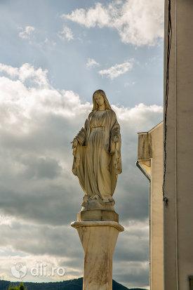 sculptura-langa-biserica-sf-dumitru-din-tarsolt-judetul-satu-mare.jpg