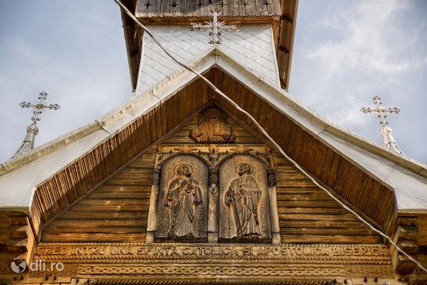 sculpturi-de-la-intrarea-in-biserica-de-lemn-1992-din-barsana-judetul-maramures.jpg