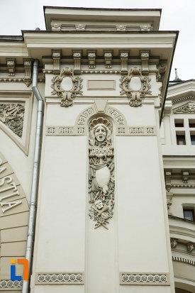 sculpturi-de-la-teatrul-mr-gh-pastia-din-focsani-judetul-vrancea.jpg