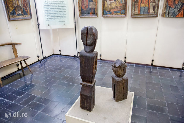 sculpturi-din-lemn-din-muzeul-etnografic-al-maramuresului-din-sighetu-marmatiei-judetul-maramures.jpg