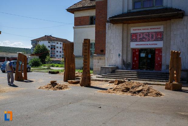 sculpturi-din-orasul-plopeni-judetul-prahova.jpg