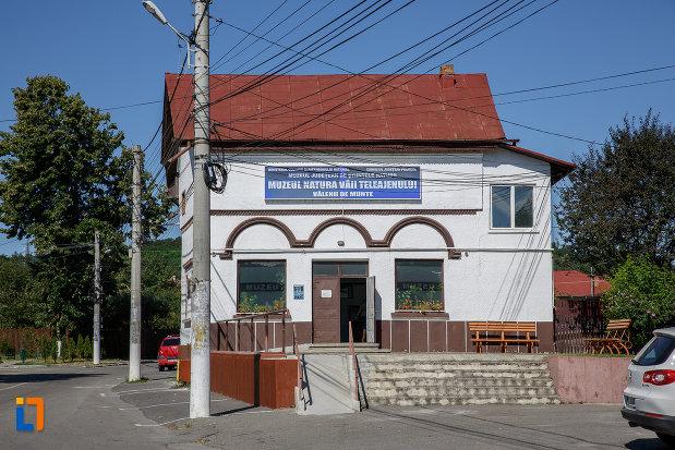 sediul-fostei-universitati-populare-nicolae-iorga-azi-muzeul-natural-vaii-teleajenului-din-valenii-de-munte-judetul-prahova.jpg