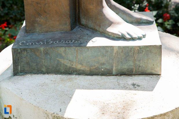 semnatura-de-pe-statuie-nud-din-braila-judetul-braila.jpg